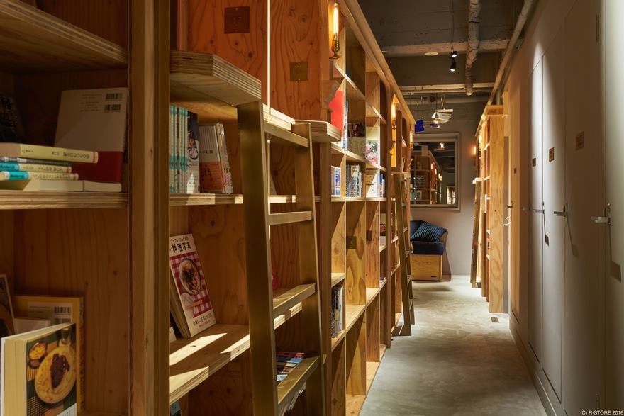 Хостел-библиотека Book and Bed Kyoto (4)
